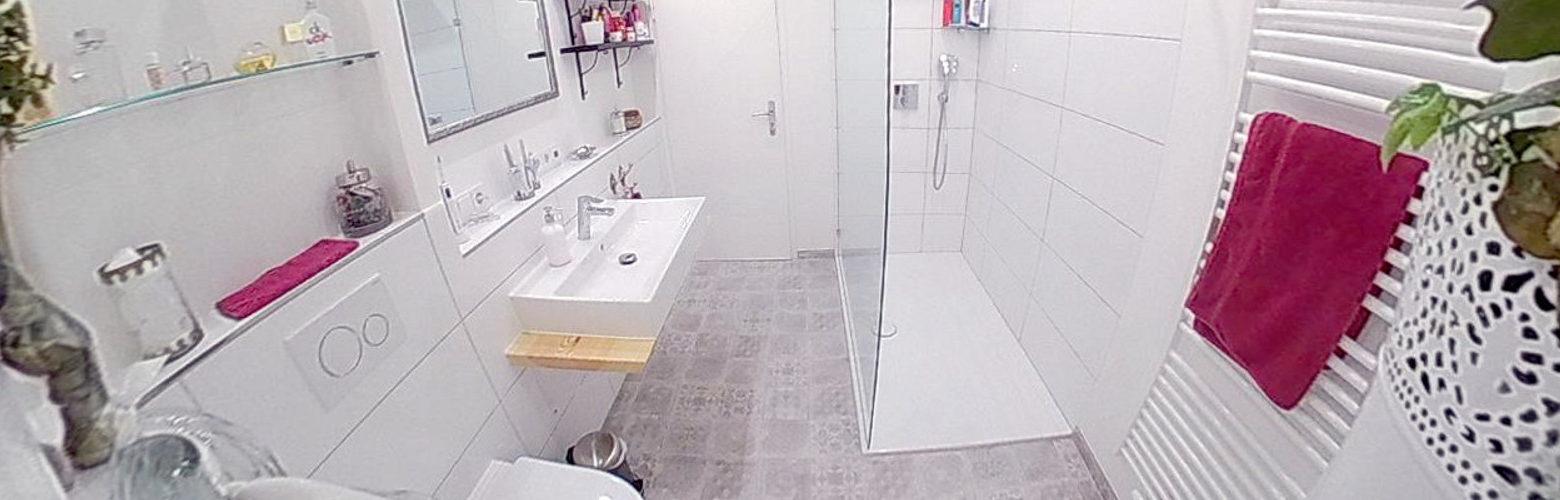 Modernes Badezimmer mit bodengleicher Duschfläche Bettefloor Side